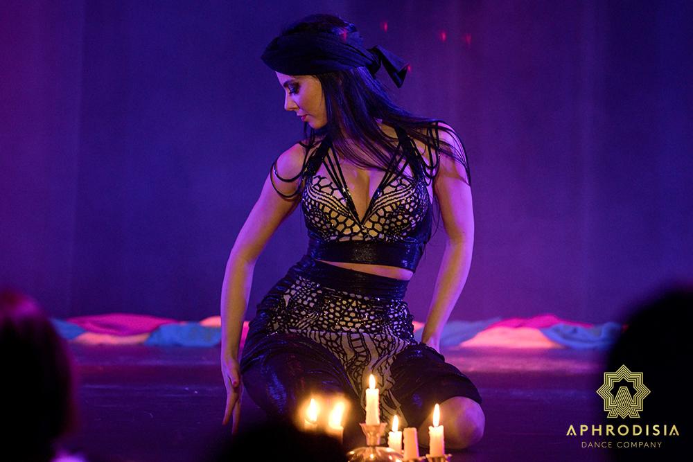 Břišní tanec se svíčkami